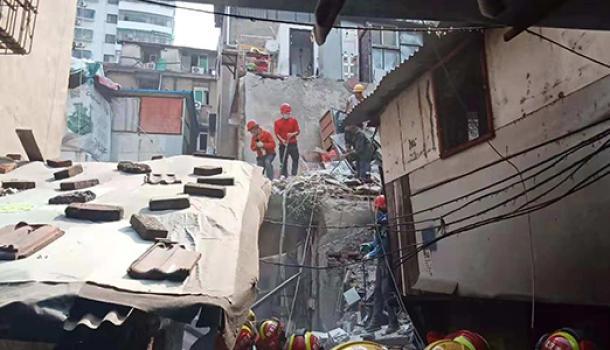 武漢坍塌事故現場已救出5人其中一人身亡:4歲過路女童罹難