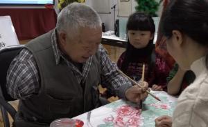 暖聞|成都78歲獨臂老人自費40多萬元,免費教孩子學畫