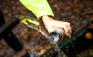 桐廬網紅山泉菌落總數檢測超標7倍,有市民奔波幾十里來取水