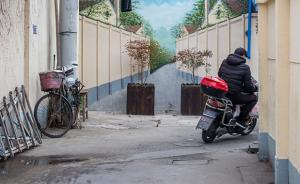 城事24H 上海弄堂深处一壁画太逼真,避免误撞已摆放绿植