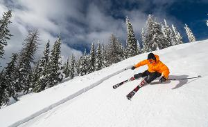 美国每年滑雪致?#24605;?#35786;达20万例,去滑雪到底该如?#20266;?#25252;自己