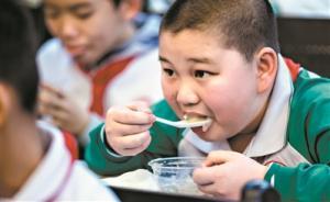 广州教育局:学校负责人应每餐与学生共同用?#20572;?#40723;励家长陪餐