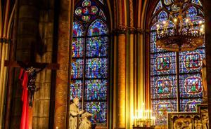 ?#23478;洌?#24515;已成灰,玫瑰花窗被烧毁:回看巴黎圣母院昔日风光