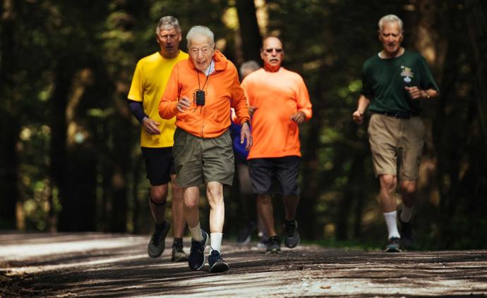 99歲的你能干什么?這位傳奇老人選擇奔跑