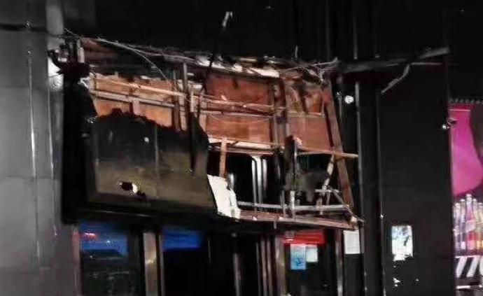 百色酒吧坍塌親歷者:事發前曾停電,但外面下雨走不了
