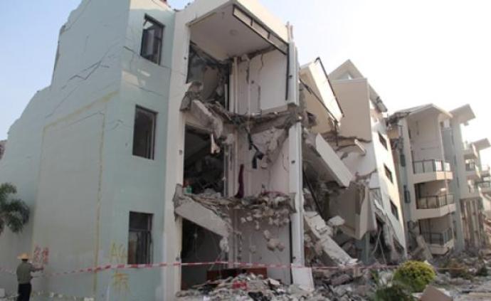 海南三亚一住宅小区被拆除4年,候鸟老人捡废品留守