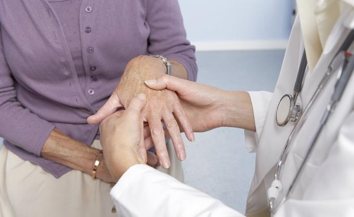 梅雨天关节酸痛就是关节炎?先搞清得了什么病