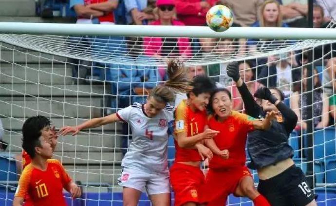 中国女足世界杯小组赛艰难出线,主帅贾秀全落泪