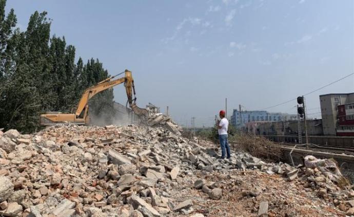 9年违建公寓1个月拆完,北京朝阳这12栋公寓群租曾达万人