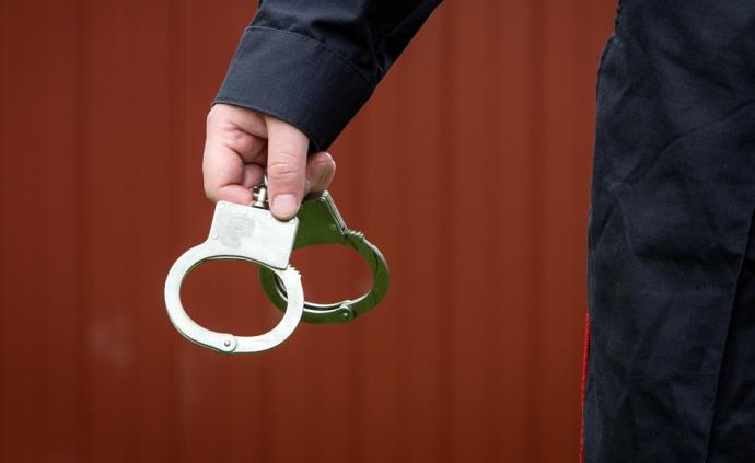 上海金山区检察院原副检察长吴引其等2人被查