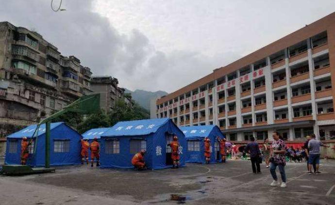 """宜宾地震有村民为守房子未去安置点,共建""""自救站""""相互救助"""