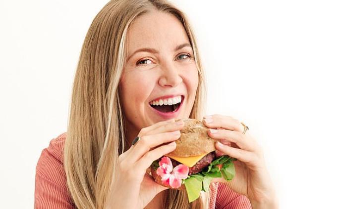 """欧美""""素食达人""""开始吃肉了:健康状况崩溃寻求中医帮助"""