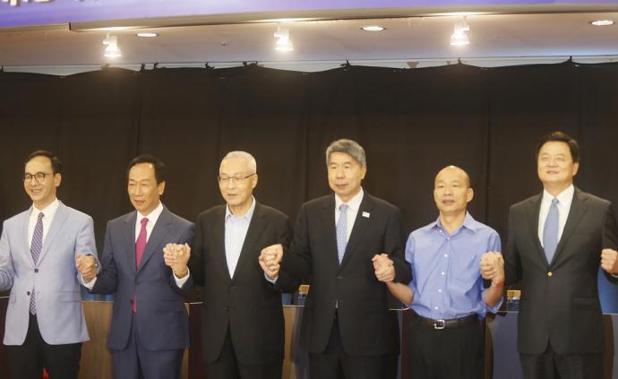 """国民党初选首场政见会登场,5名参选人手牵手高喊""""加油"""""""