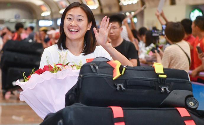 女足姑娘抵京,賈秀全透露王霜將回國踢球