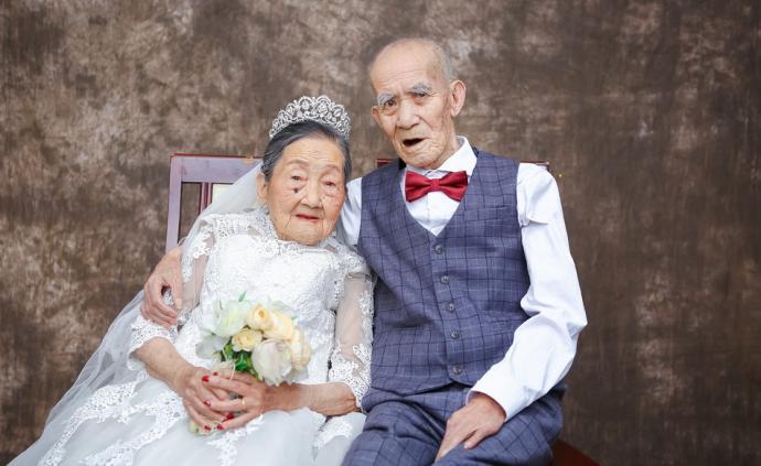 城事丨相信爱情:成都九旬夫妇拍婚纱圆心愿