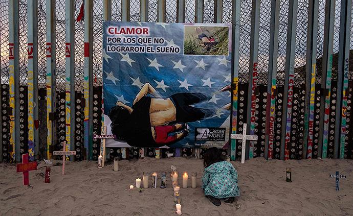 早安·世界|萨尔瓦多移民父女美墨边境溺亡,民众燃烛悼念