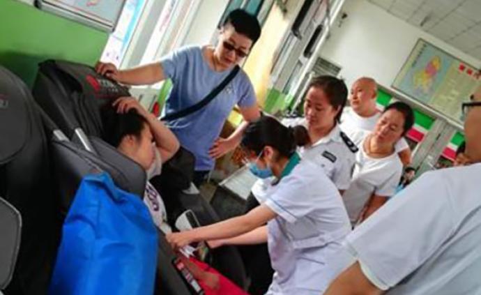 暖聞|車站內女子發病倒地,女公交車司機帶頭救人還墊治療費