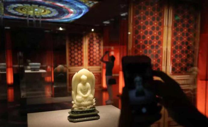 故宫器座类藏品首次整体出宫展览,包括金属器座、牙座、玉座