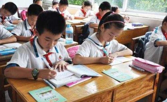 干貨丨中央發文:杜絕家長作業,嚴禁以任何方式公布學生排名