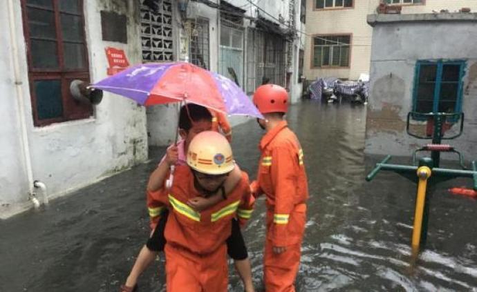应急管理部:六省区消防救援队昨营救洪?#30452;?#22256;人员逾四千
