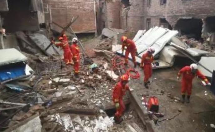 貴陽一棟三層自建房垮塌,被困7人已救出2人