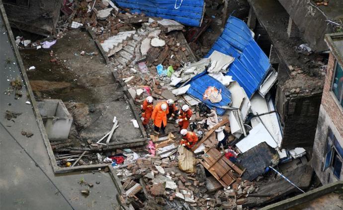 貴州一棟三層民房垮塌:已致1人死亡,4人仍被困