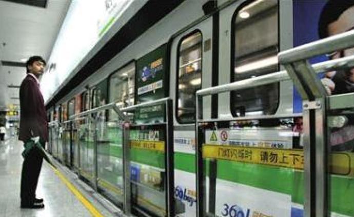 一男子酒后在地鐵內試圖猥褻,被抓時語無倫次還想逃跑