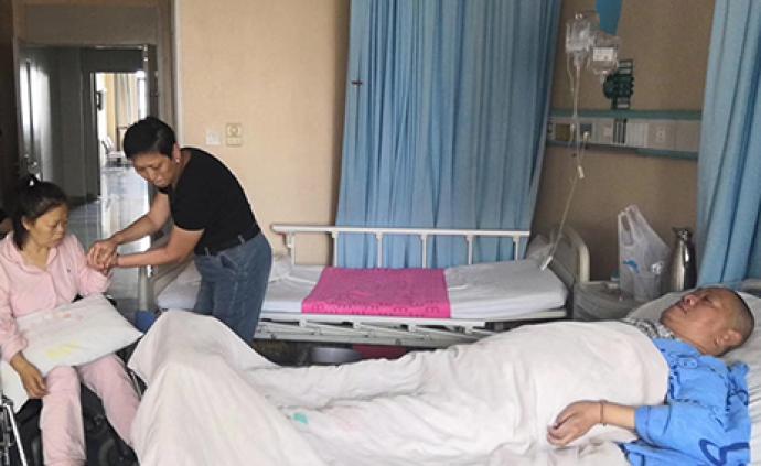 暖聞|湖北獻血大王摔傷致癱妻子又中風,志愿者月月捐款幫助