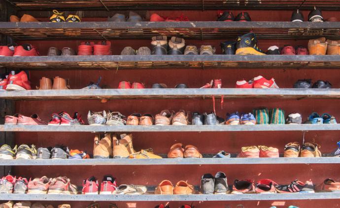 倒球鞋赚差价是否合法?律师:依托平台代购都应纳入监管范围