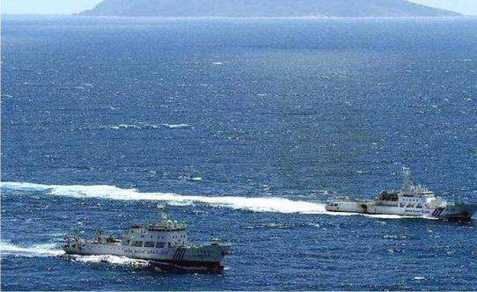 中国海警舰艇编队7月15日在?#19994;?#40060;岛领海巡航