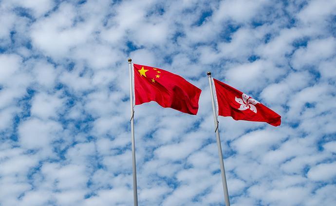 香港各界举行大型集会,30多万市民冒雨参加