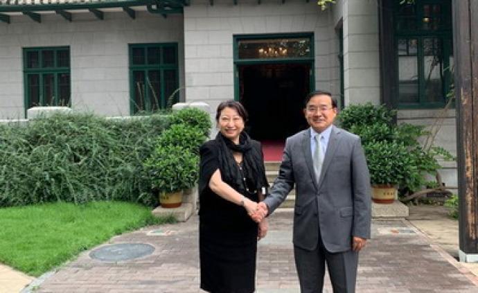 外交部条法司司长贾桂德会见香港特区政府律政司司长郑若骅