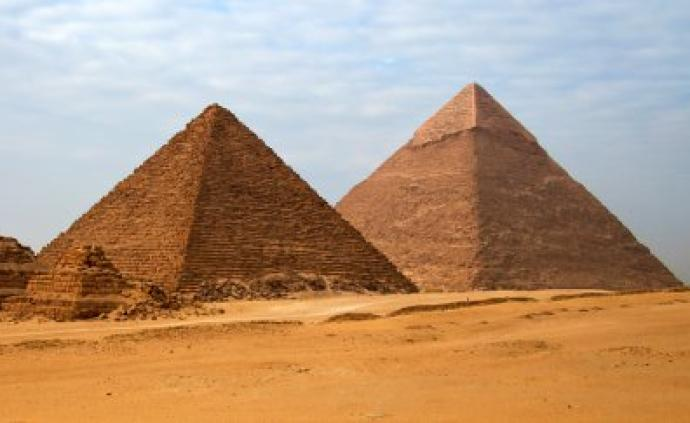 """你見過""""彎曲""""的金字塔么?現在你還能深入它的墓室"""