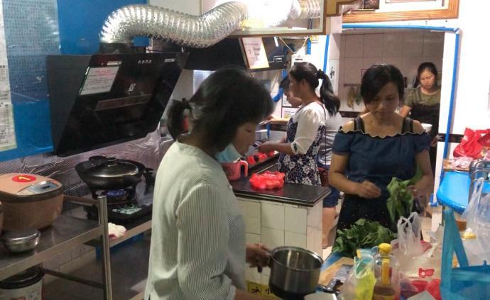 """武汉研究生设共享厨房供病患家属使用,希望传播""""生""""的信念"""