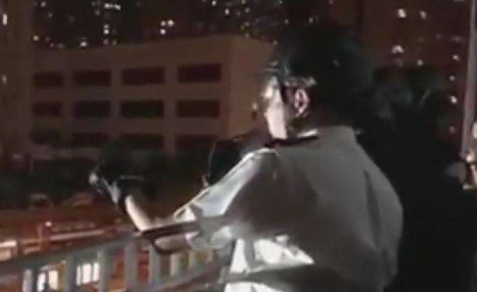 """香港阿Sir唐僧式""""喊话""""劝示威者离去"""