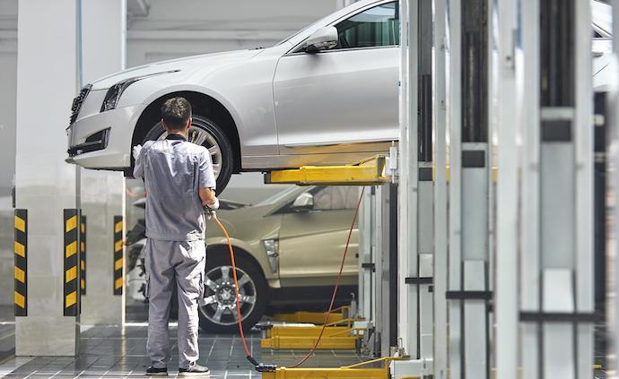 """面对均龄36岁的中国车主们,凯迪拉克力推""""指尖上的服务"""""""