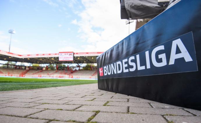 这座德甲最寒酸球场,是两千球迷义务劳动14万小时完成的