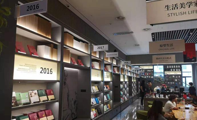 一家只賣2040種圖書的書店,開在酒店大堂