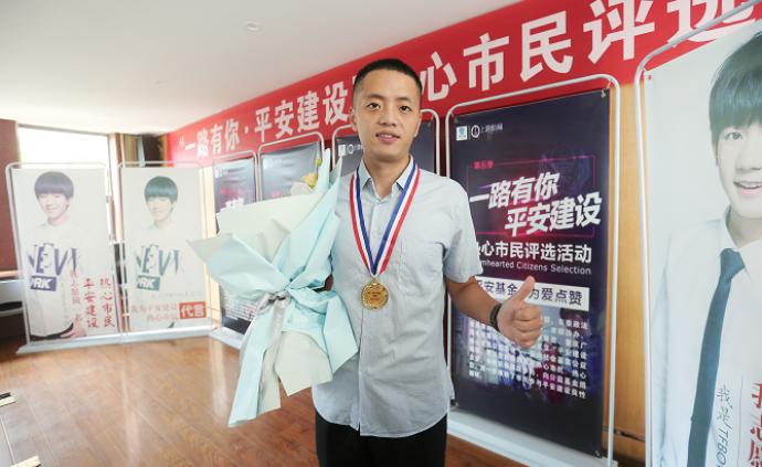 暖聞|重慶男子救火錯過馬拉松,組委會為其預留明年參賽名額