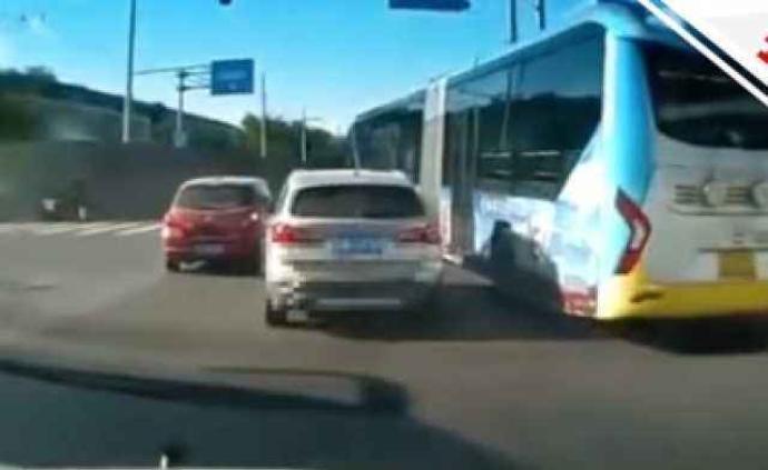 北京警方通報公交車與寶馬別車:涉事雙方駕駛員均被刑拘