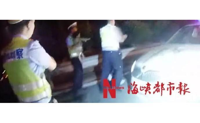 妻子出轨福建男子欲带两幼女轻生,被交警逼停救下