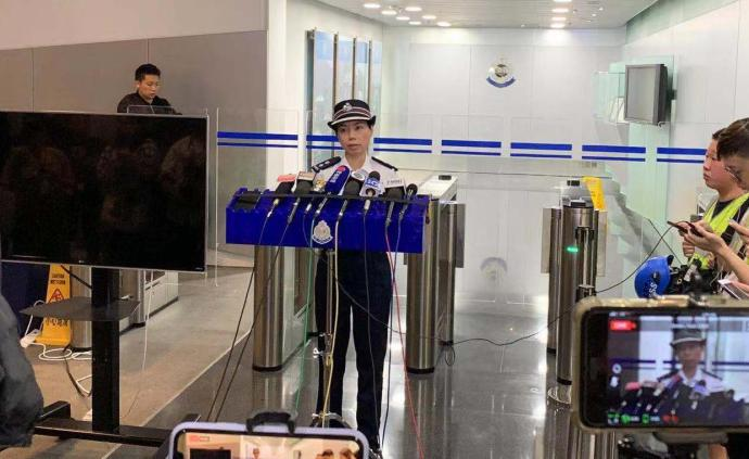 香港警方凌晨緊急召開記者會,25日共有15名警員受傷