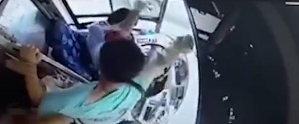 """南京警方:""""捶公交司机32拳""""男子持精神残疾证,送医鉴定"""
