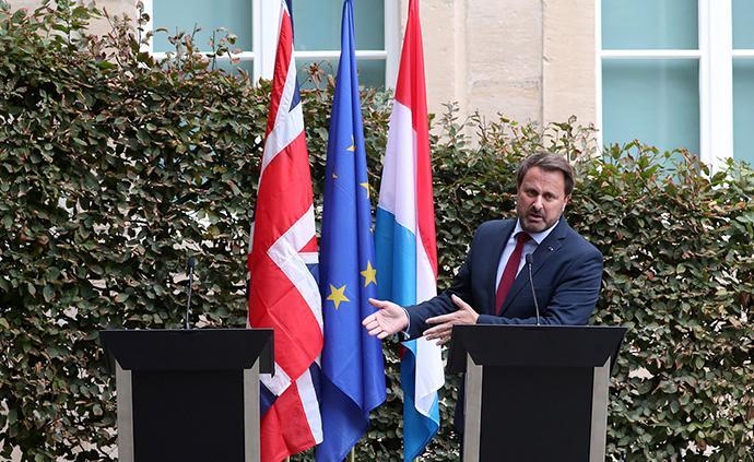 当地时间2019年9月16日,卢森堡,卢森堡首格扎维埃·贝泰尔相独自面对记者。英国首相约翰逊当天原计划与卢森堡首相贝泰尔一起主持联合新闻发布会。