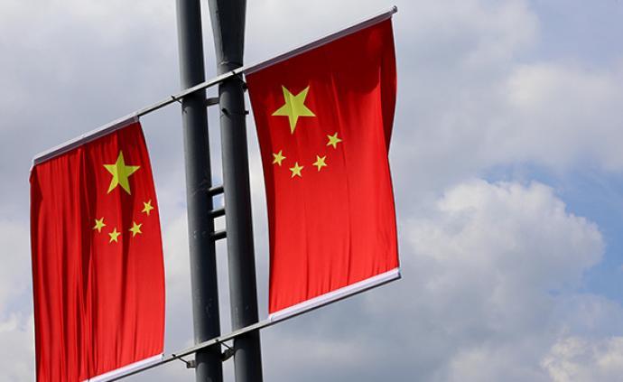 """南京一学生留言""""国旗旧了坏了有没有人管"""",引发全城行动"""