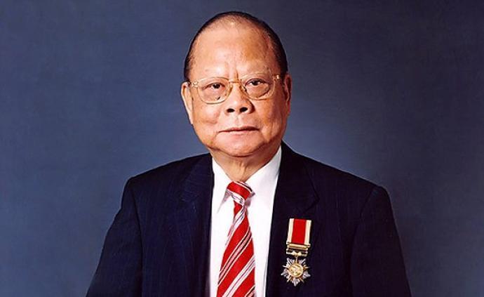 悼念曾宪梓:为国脚捡球、买营养品,他是中国足球的贵人