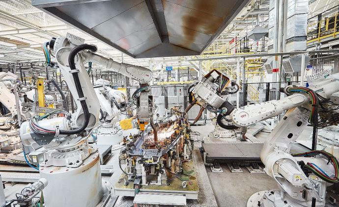 中国工业机器人装机十年来首现下滑,寒冬信号还是春天前奏?