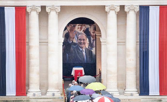 早安·世界|希拉克遗体告别仪式在巴黎荣军院举行