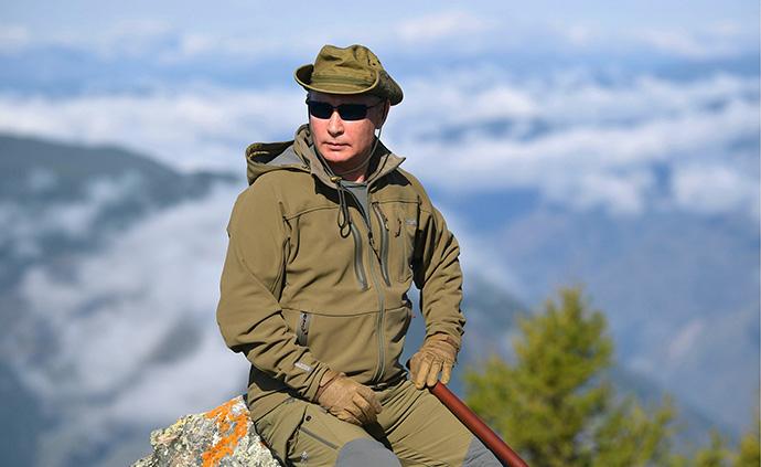 早安·世界|庆祝67岁生日,普京西伯利亚登山采菇