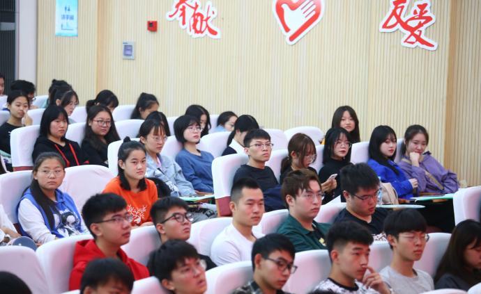 """""""小葉子""""們在培訓,第二屆進博會志愿者已確認5720人"""